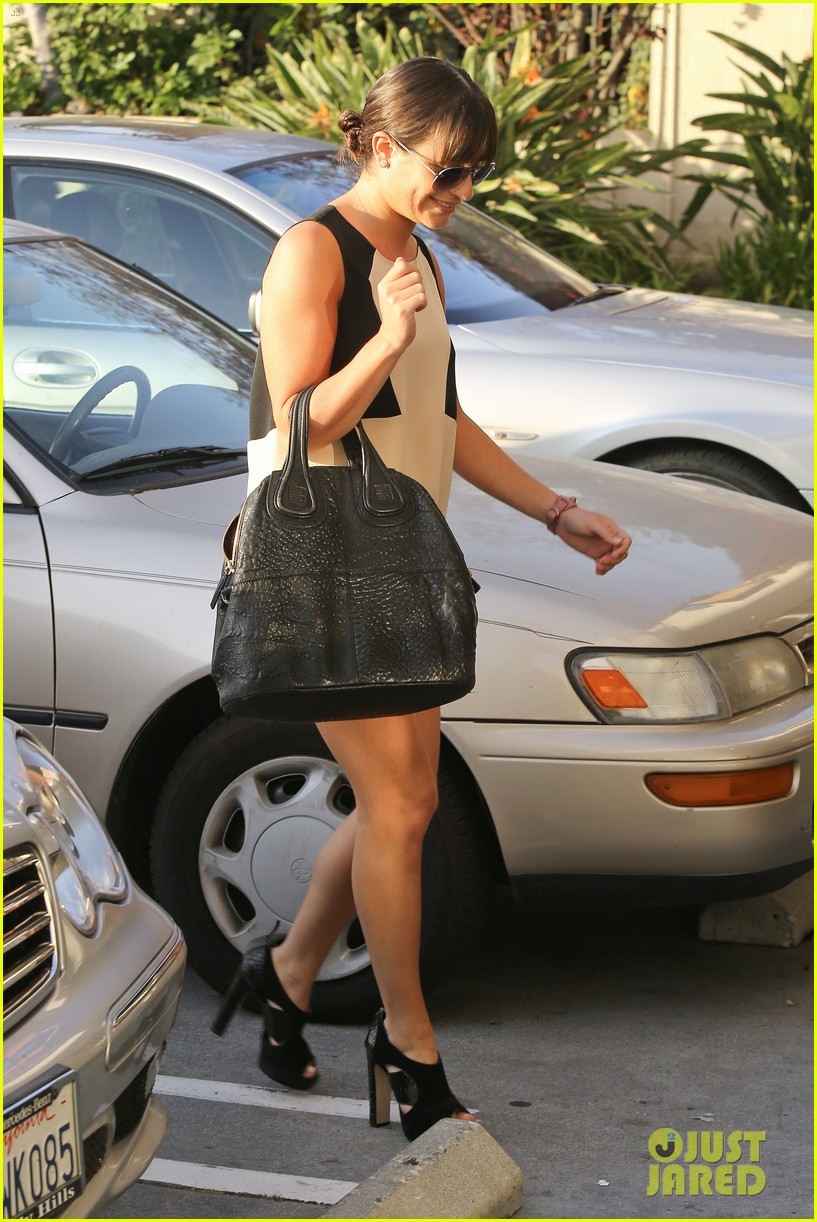 lea michele dinner with parents after jonathan groff hike 04