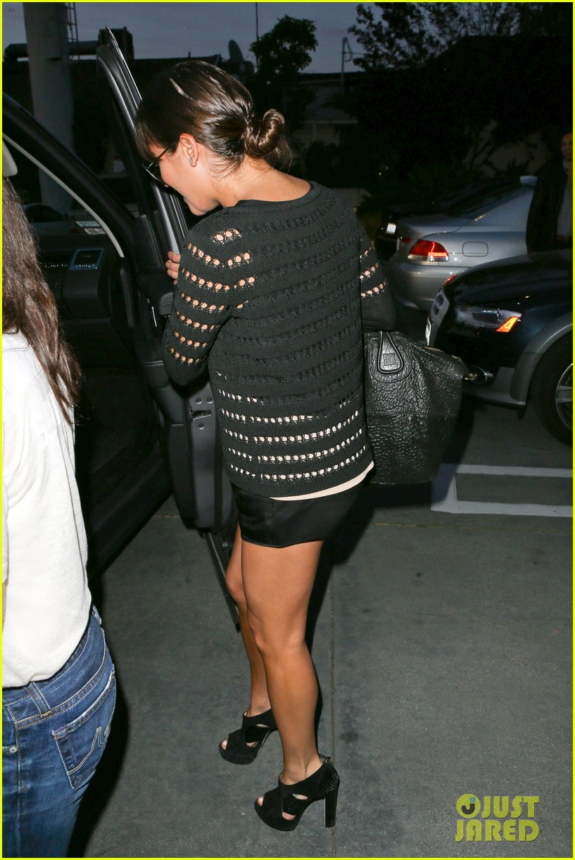 lea michele dinner with parents after jonathan groff hike 12