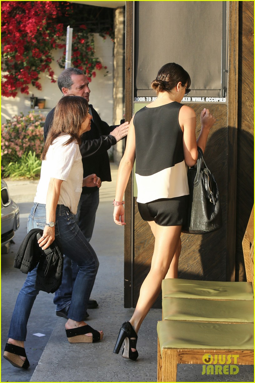 lea michele dinner with parents after jonathan groff hike 14