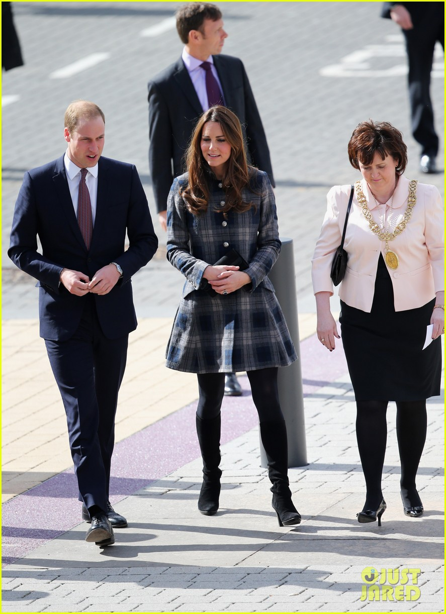 kate middleton pregnant emirates arena visit with prince william 062843109