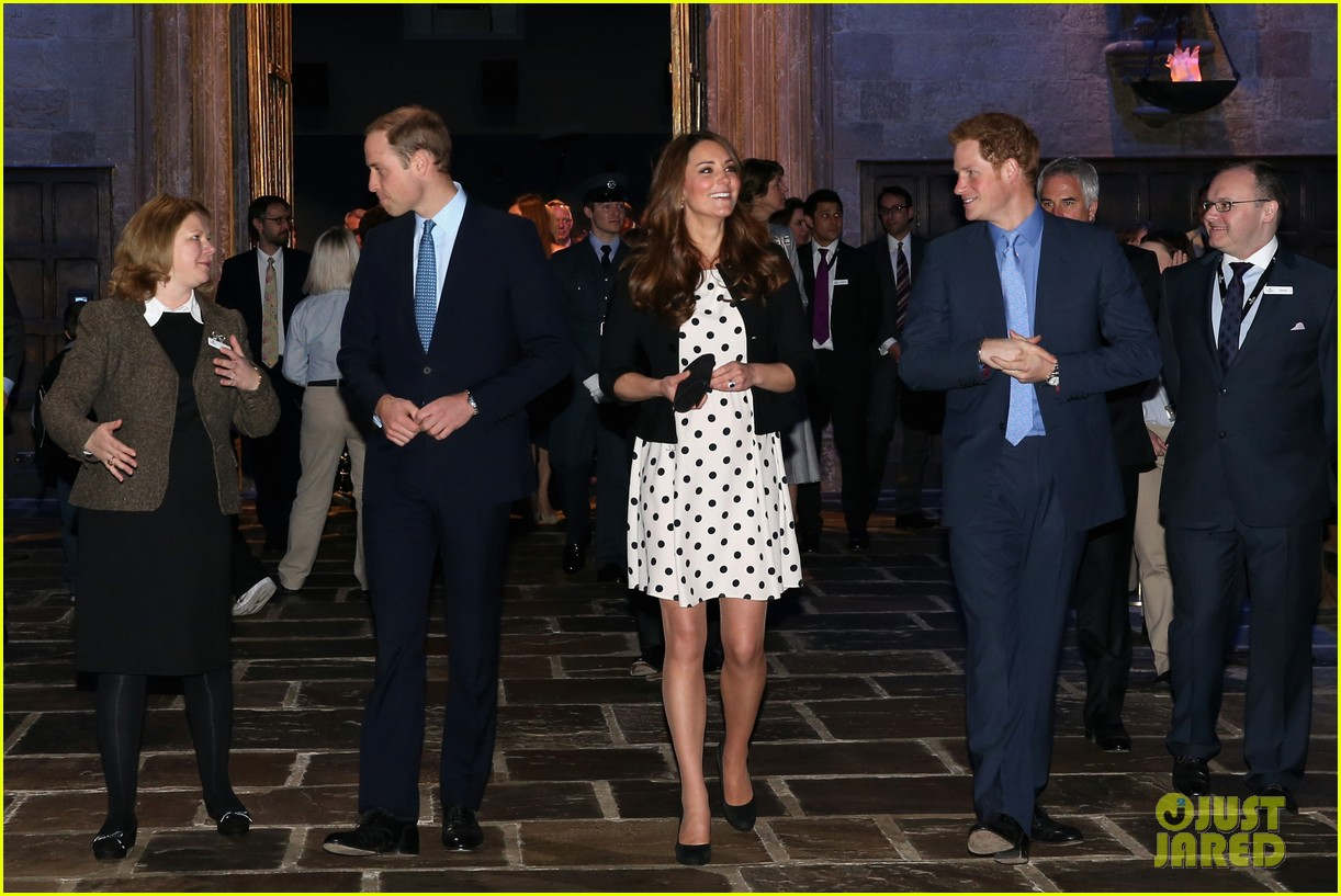 kate middleton prince william harry potter wand battle 072859038