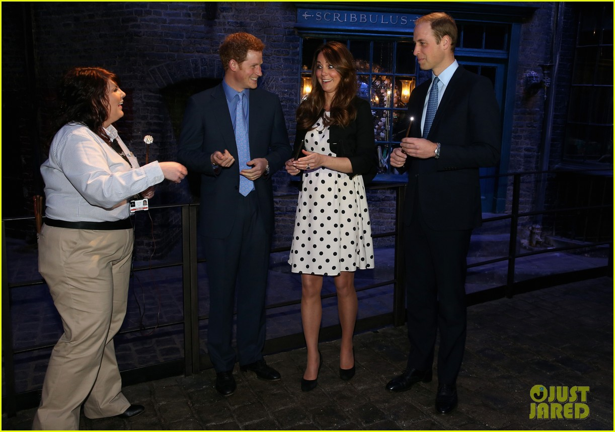 kate middleton prince william harry potter wand battle 082859039