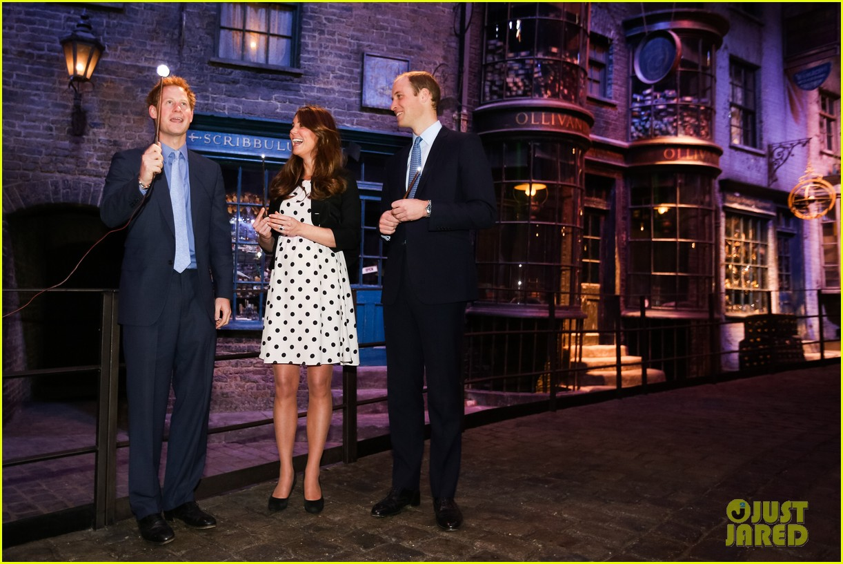 kate middleton prince william harry potter wand battle 152859046