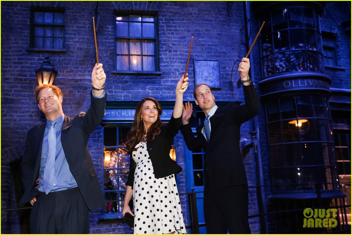 kate middleton prince william harry potter wand battle 202859051