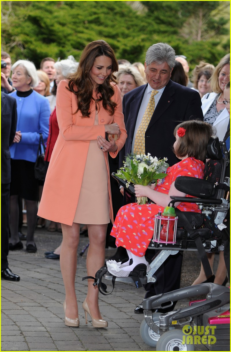 kate middleton visits naomi house speaks in recorded video 082860504