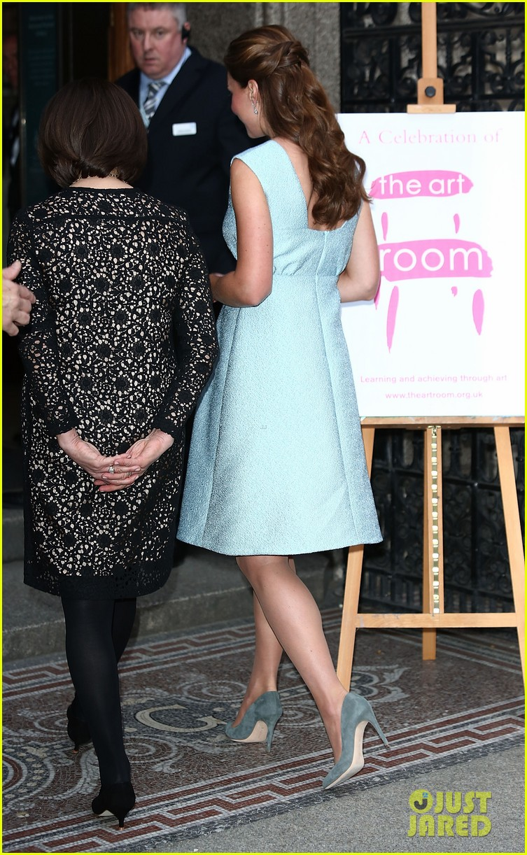kate middleton baby bump at art room reception 062857298
