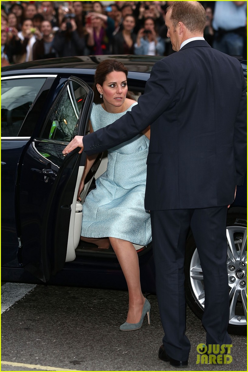 kate middleton baby bump at art room reception 072857299