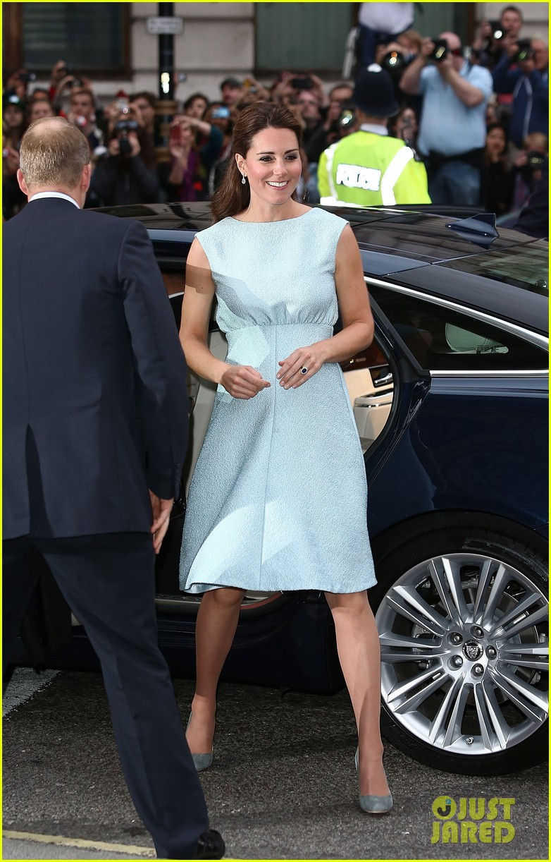 kate middleton baby bump at art room reception 082857300