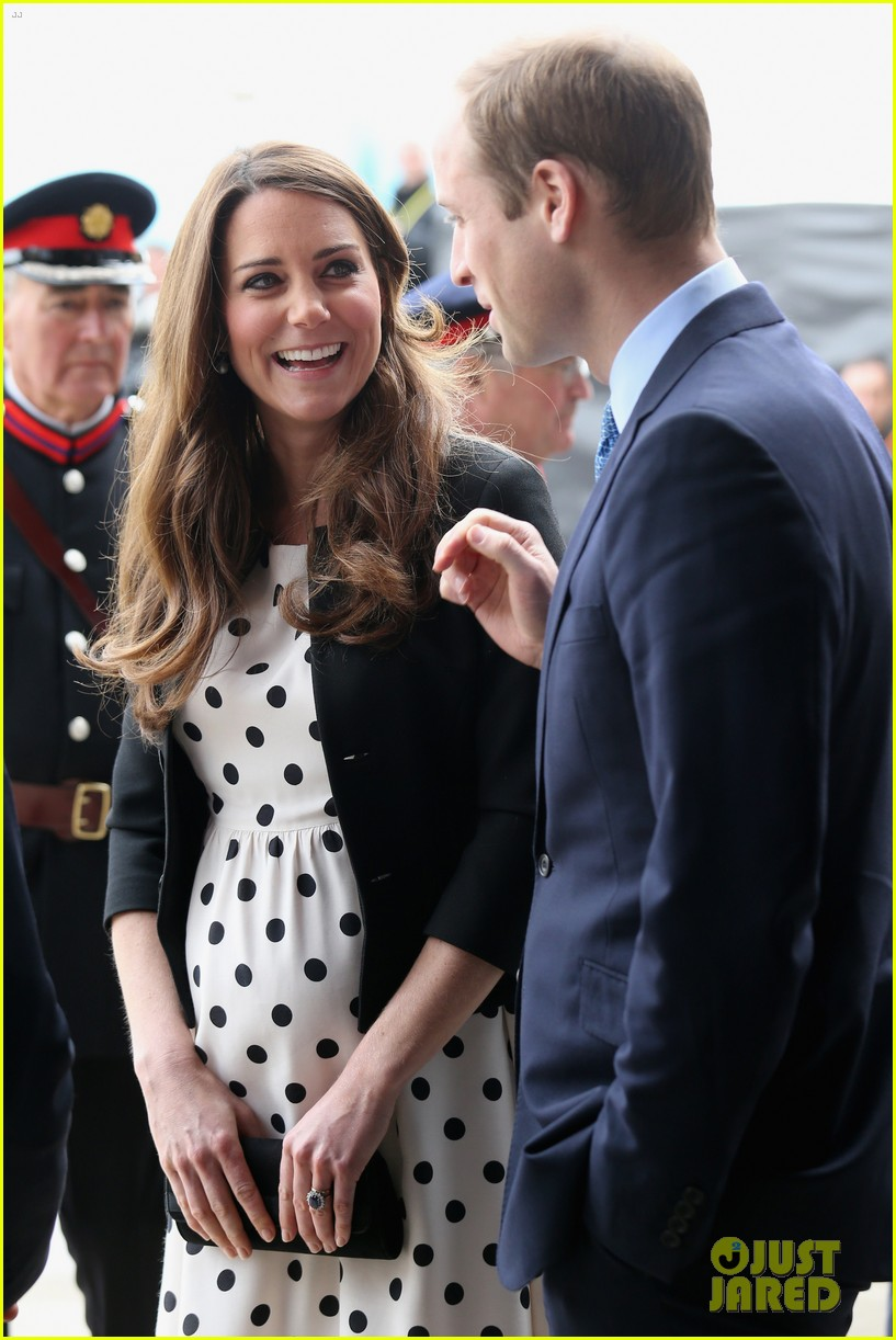 kate middleton pregnant warner bros studios visit with prince william 052858516