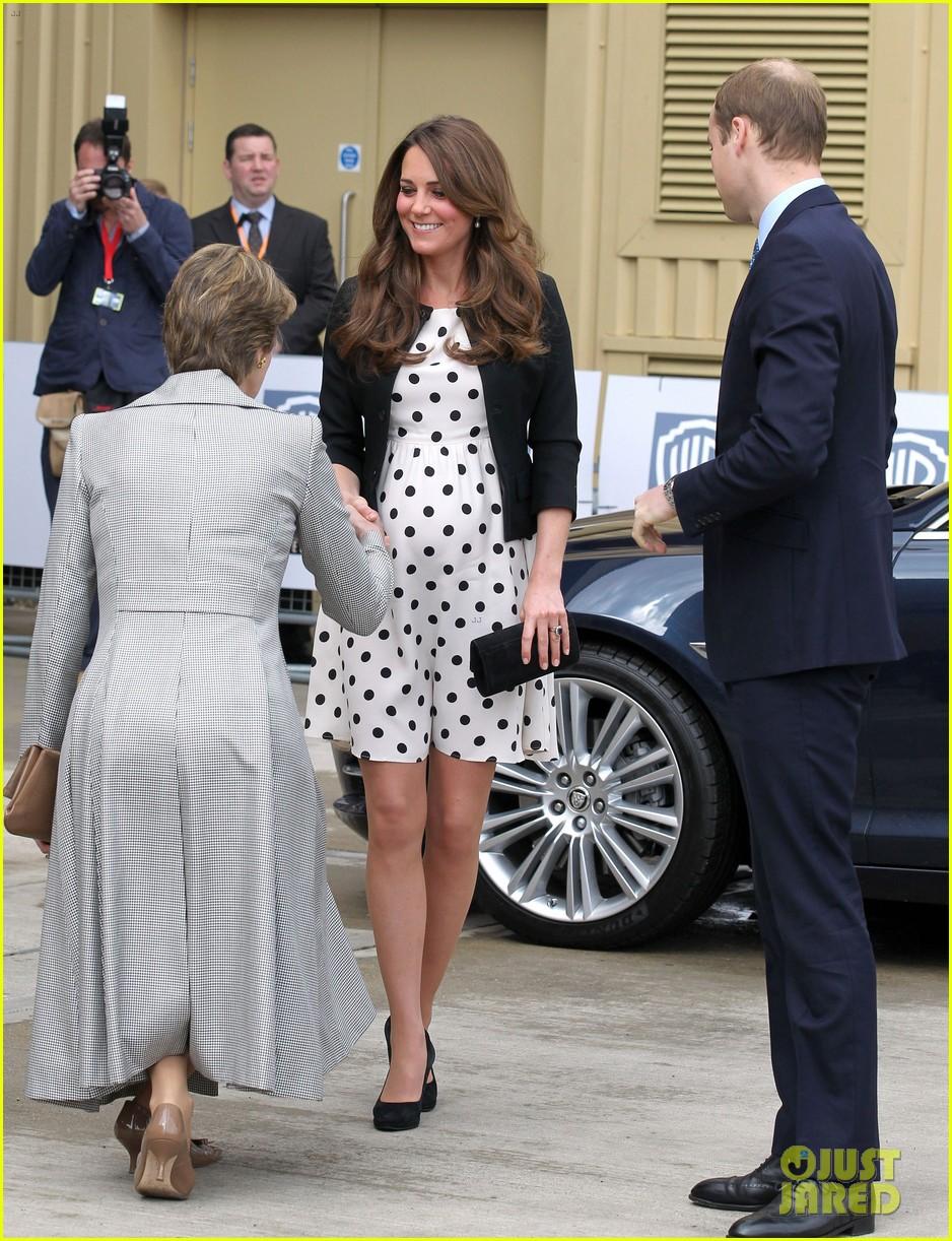 kate middleton pregnant warner bros studios visit with prince william 082858519