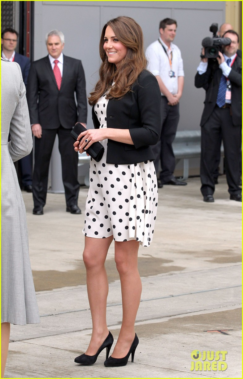 kate middleton pregnant warner bros studios visit with prince william 162858527