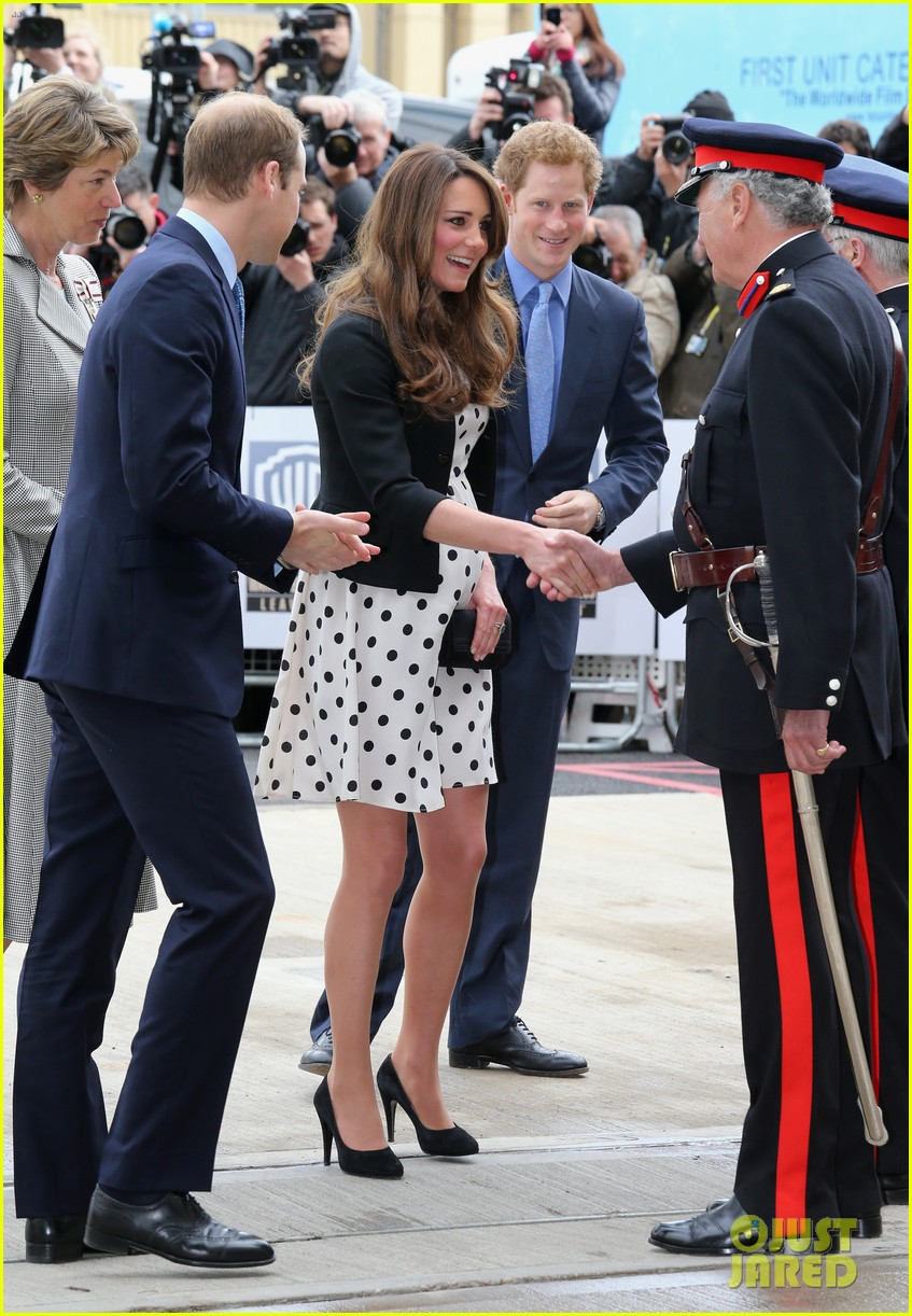 kate middleton pregnant warner bros studios visit with prince william 17