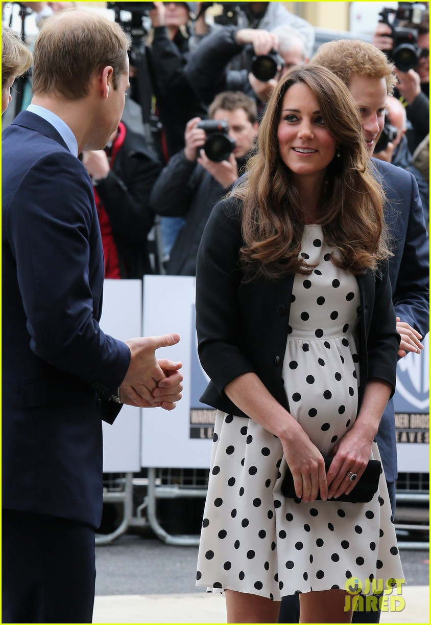 kate middleton pregnant warner bros studios visit with prince william 182858529