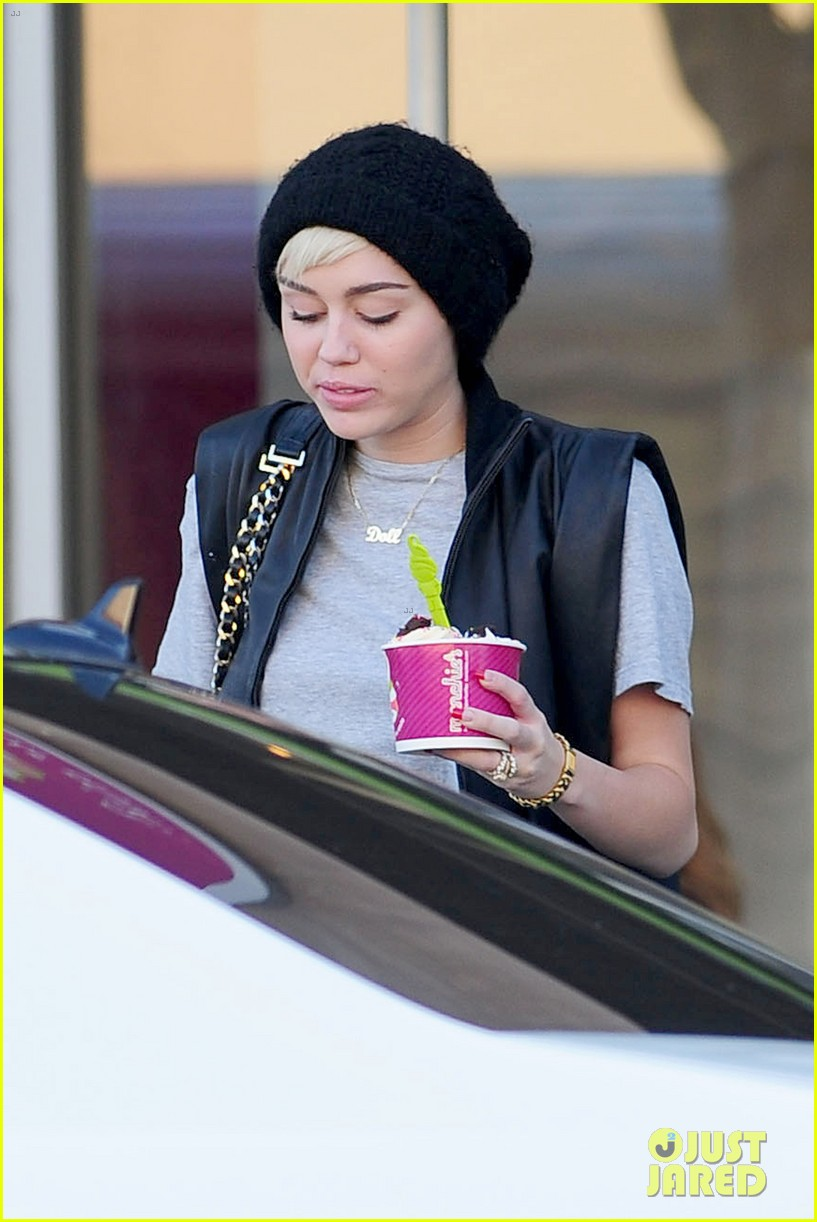 miley cyrus it seems right to wear my engagement ring 132860302