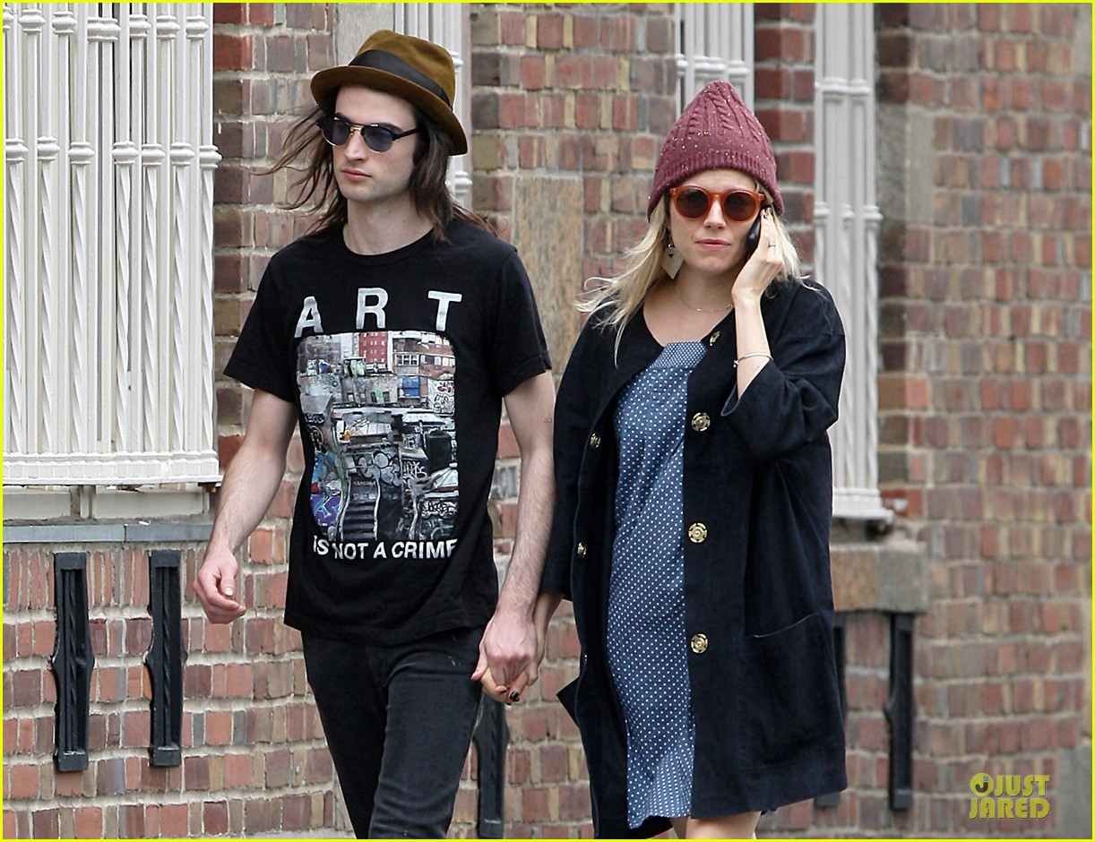 sienna miller tom sturridge burberry campaign couple 312854103