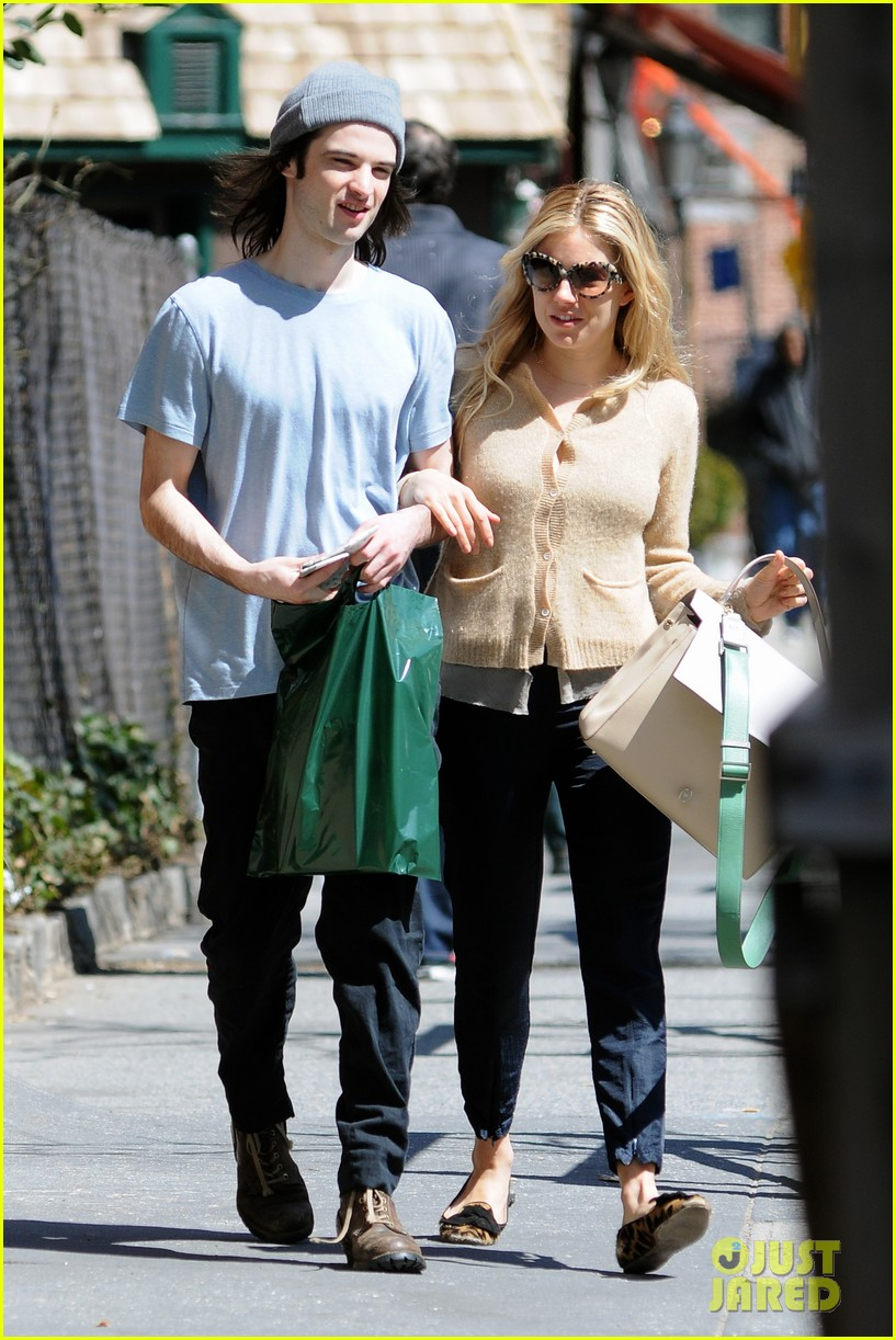 sienna miller tom sturridge west village lunch lovebirds 122843146