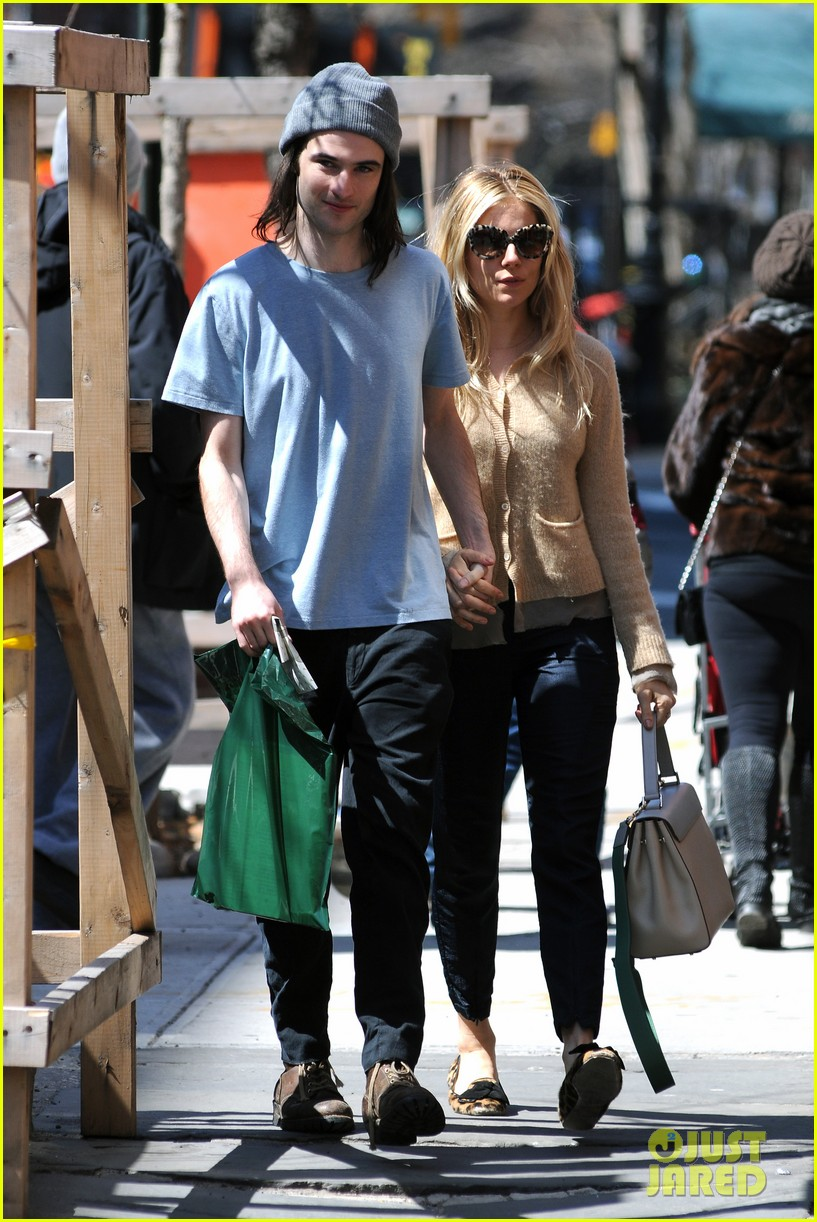 sienna miller tom sturridge west village lunch lovebirds 132843147
