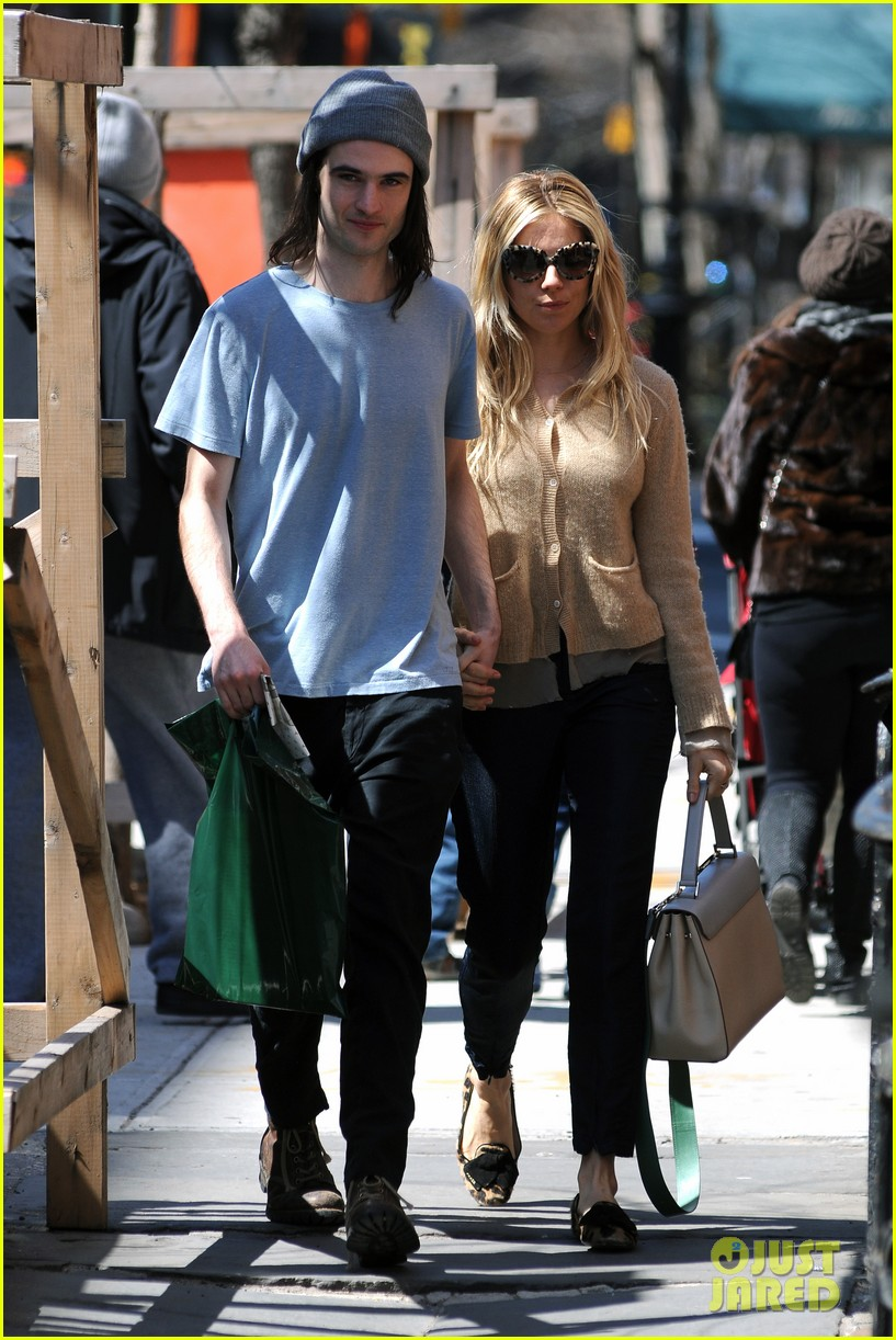 sienna miller tom sturridge west village lunch lovebirds 142843148
