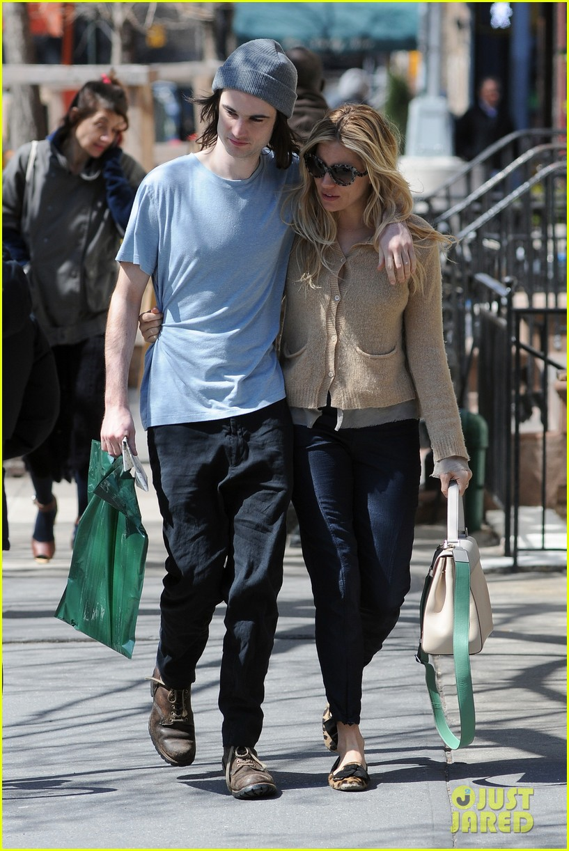 sienna miller tom sturridge west village lunch lovebirds 222843156