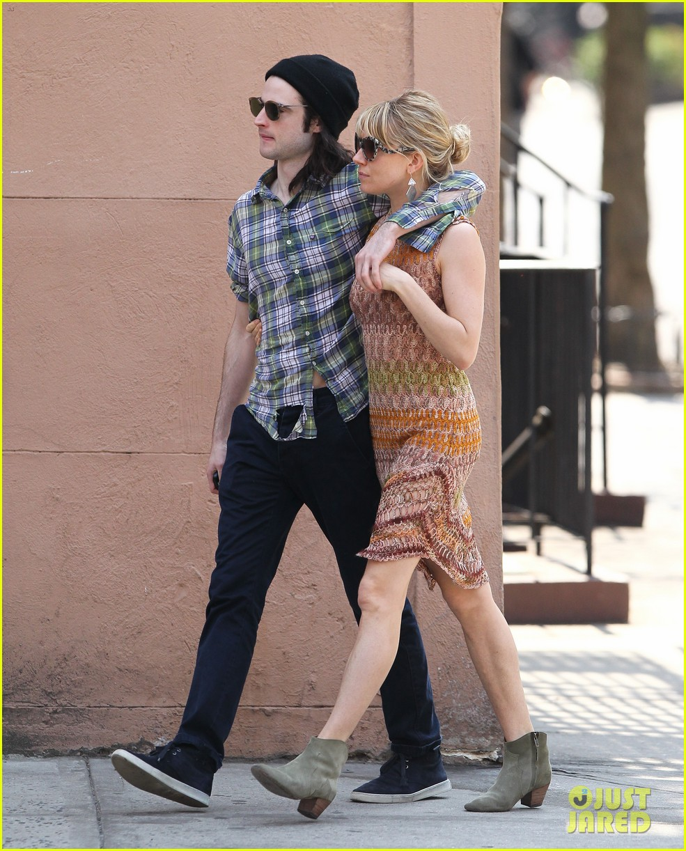 sienna miller lady in red with tom sturridge 042847215