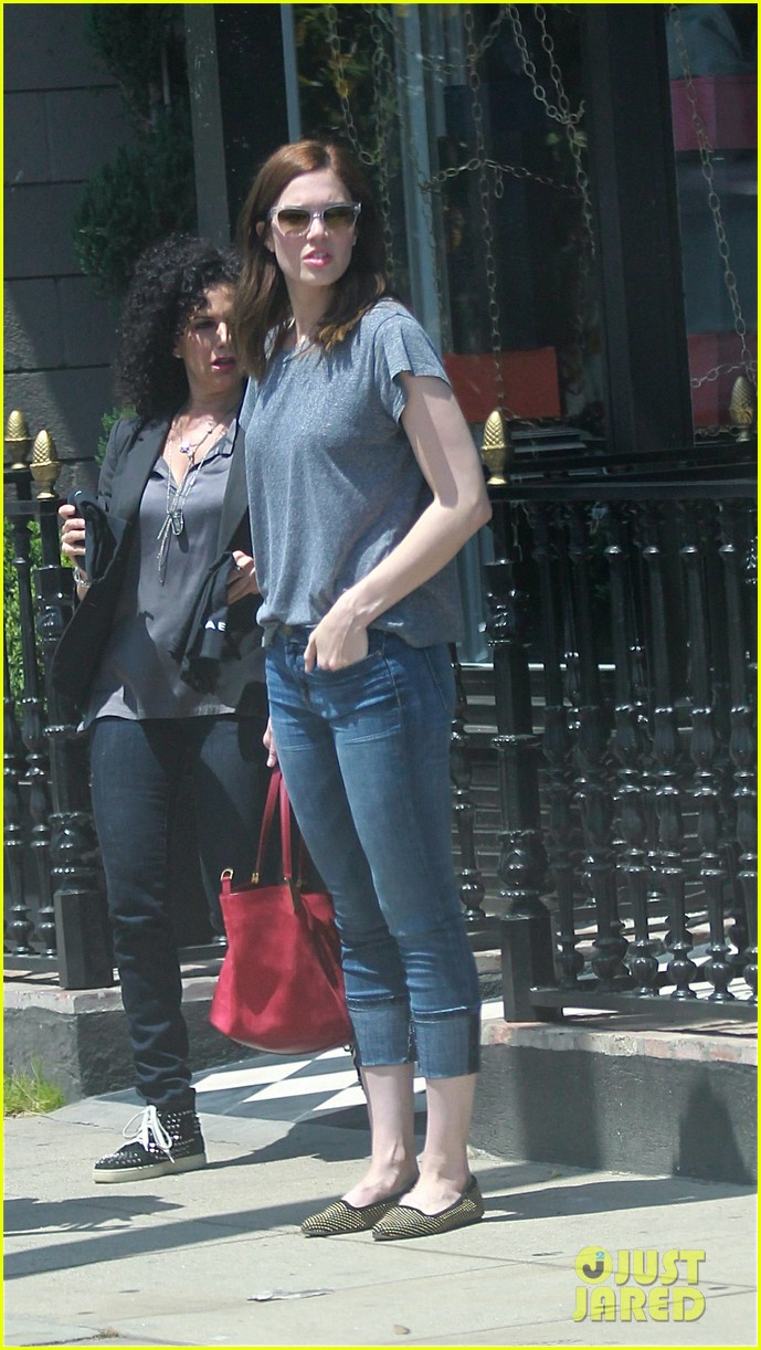 mandy moore sunny shopping day in hollywood 032857211