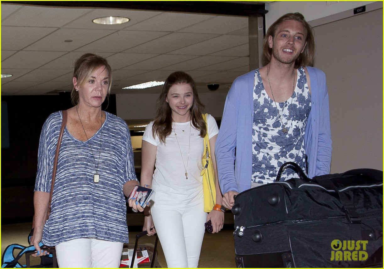 chloe moretz from cancun to lax 012855469