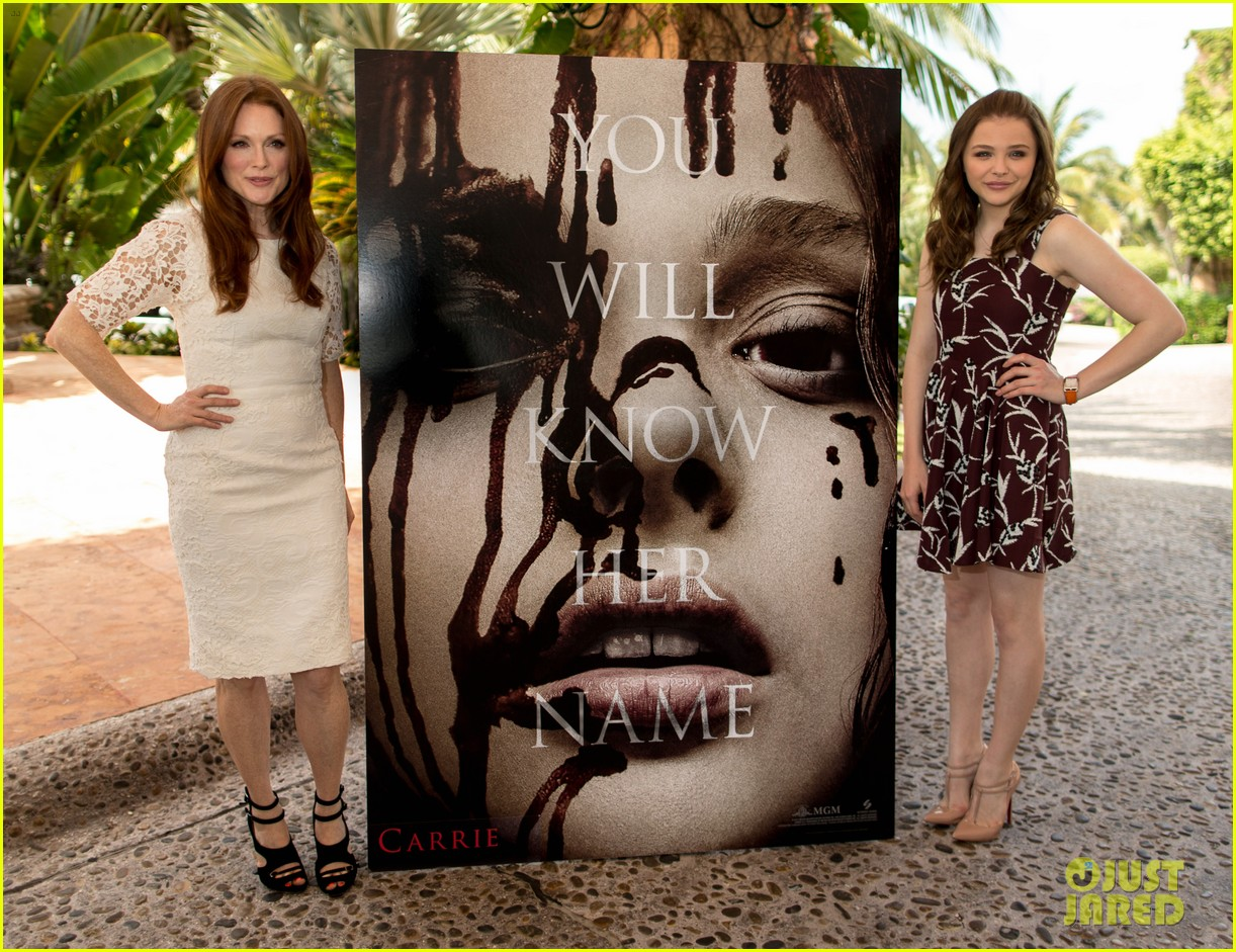 chloe moretz julianne moore carrie at summer of sony 032852833