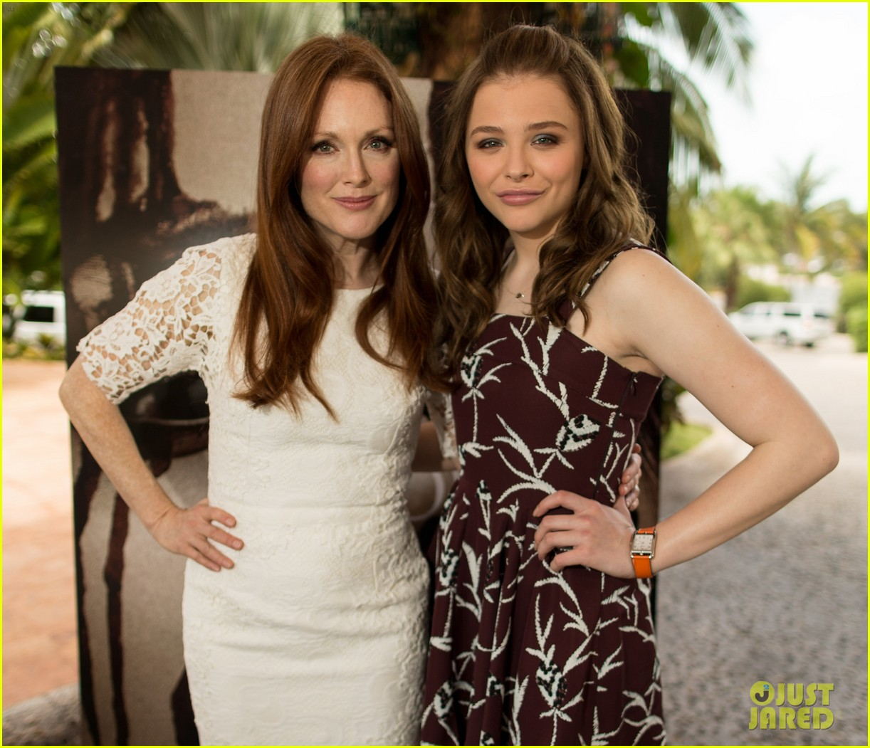chloe moretz julianne moore carrie at summer of sony 082852838