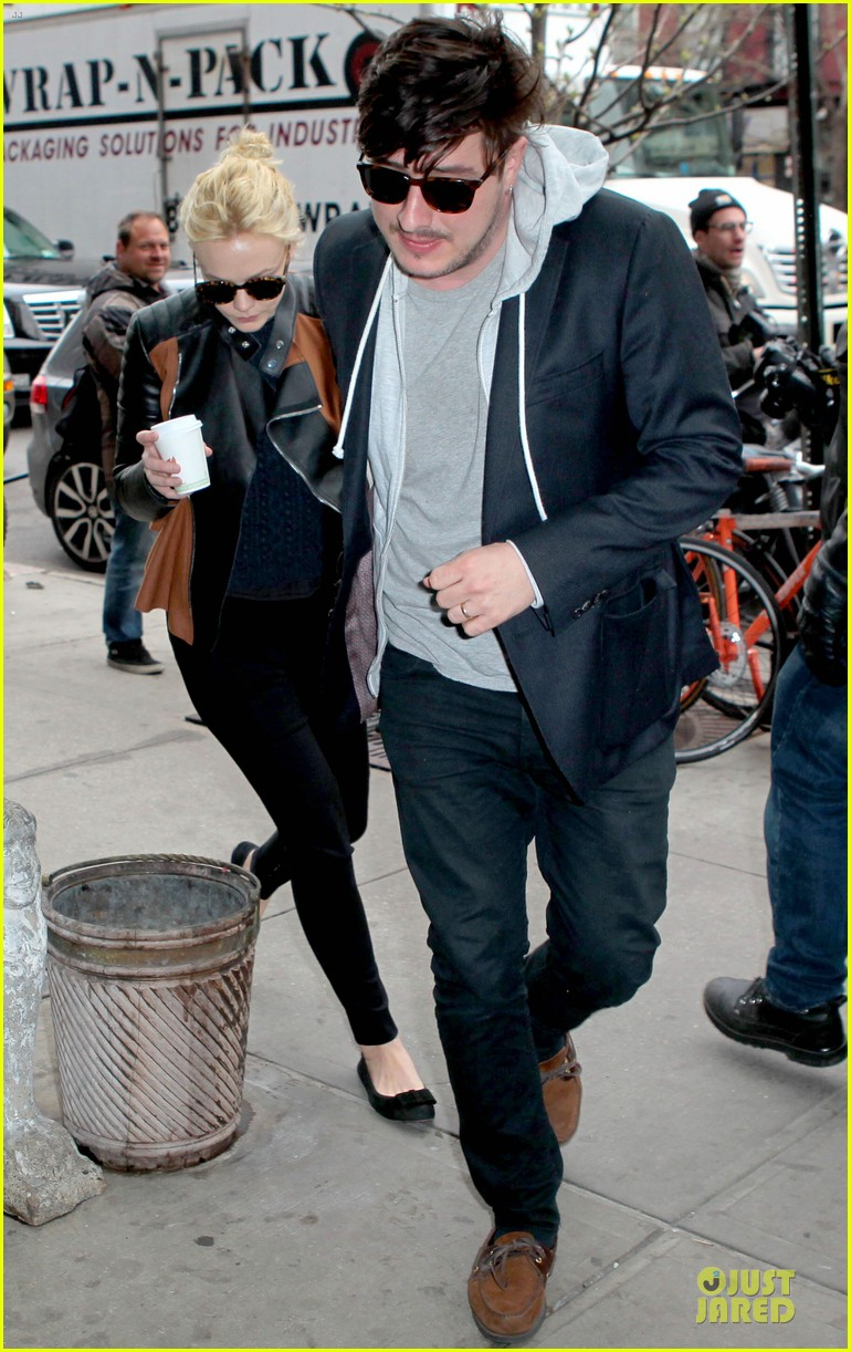 carey mulligan marcus mumford holding hands in the east village 032856674