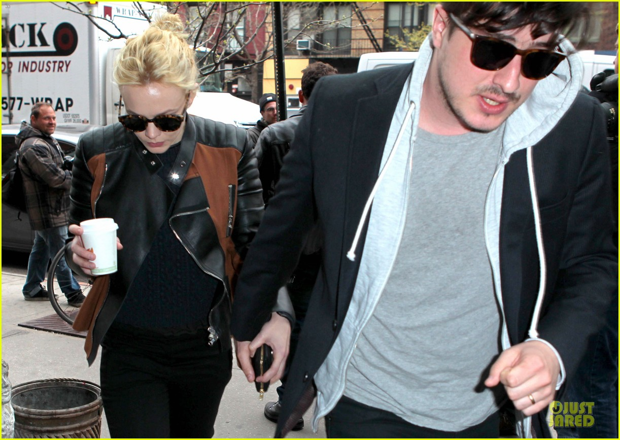 carey mulligan marcus mumford holding hands in the east village 042856675