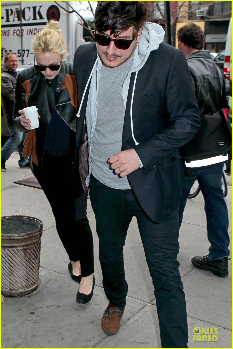 carey mulligan marcus mumford holding hands in the east village 072856678