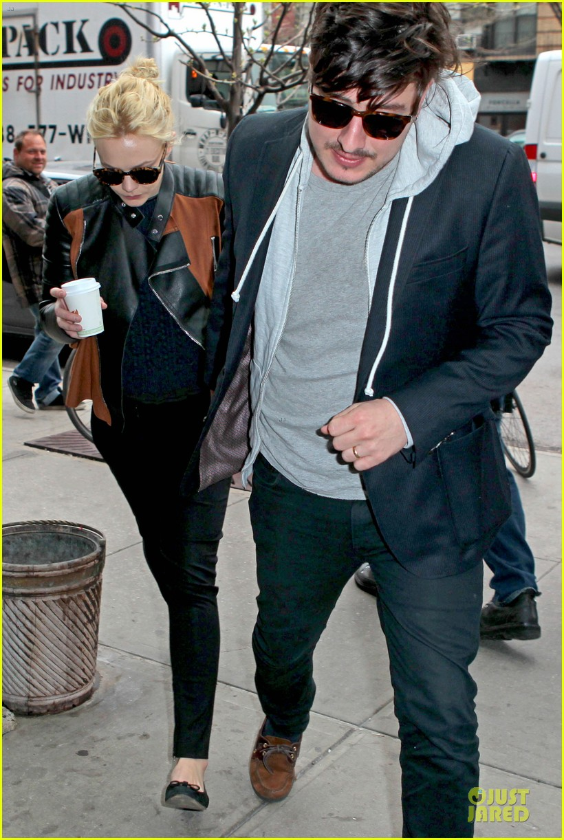 carey mulligan marcus mumford holding hands in the east village 082856679
