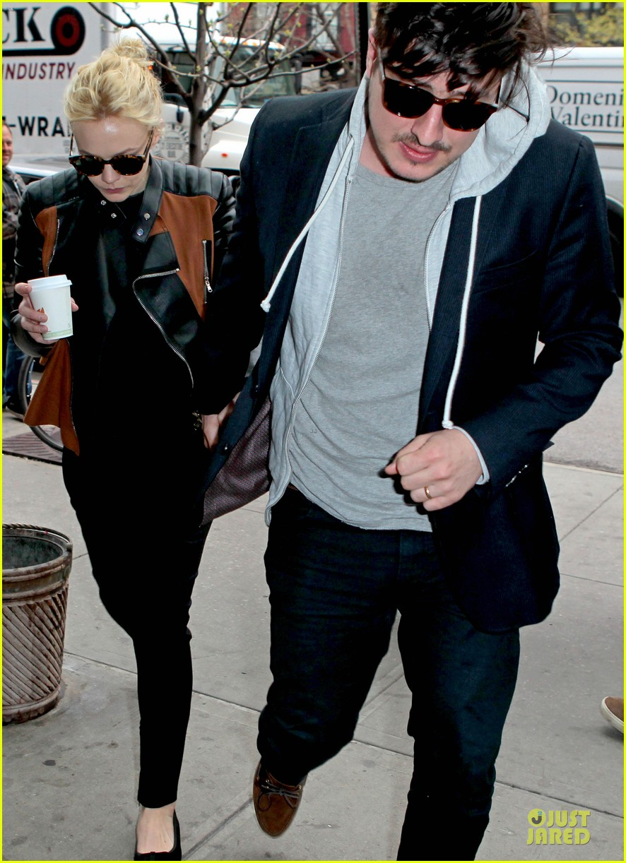 carey mulligan marcus mumford holding hands in the east village 09