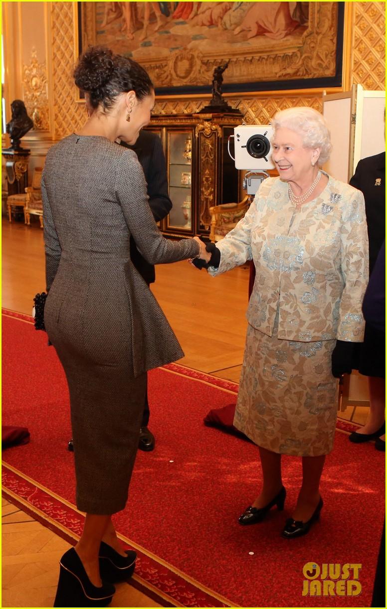 carey mulligan eddie redmayne meet queen at film reception 212843829
