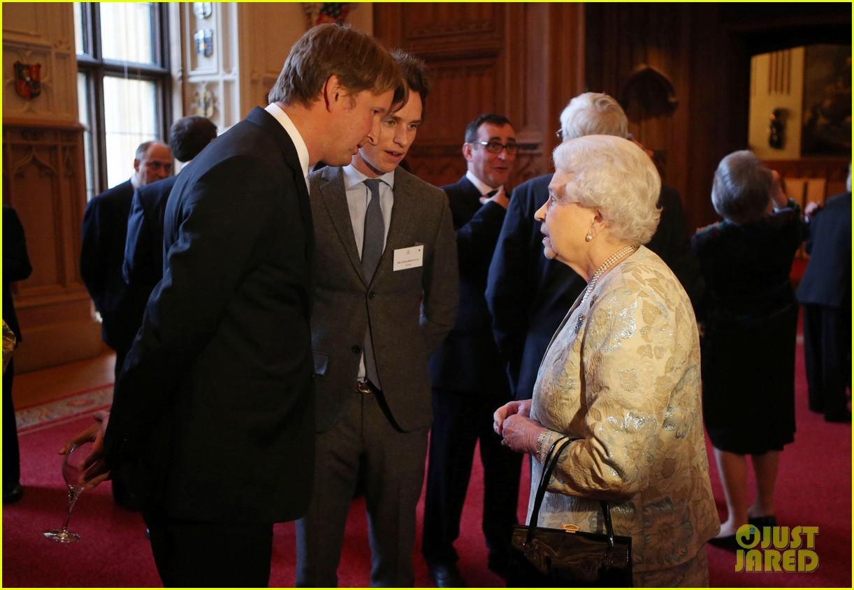 carey mulligan eddie redmayne meet queen at film reception 222843830