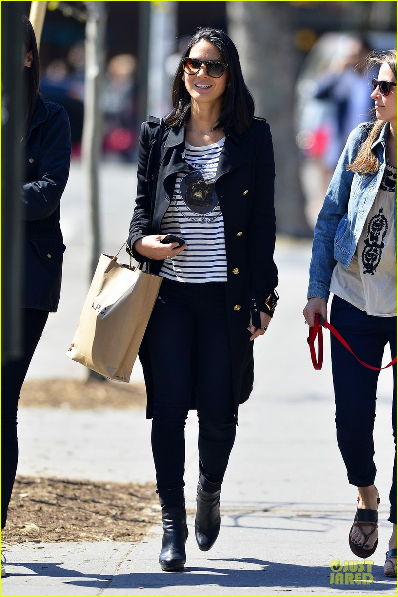 olivia munn joel kinnaman dad is a great cook 012859162