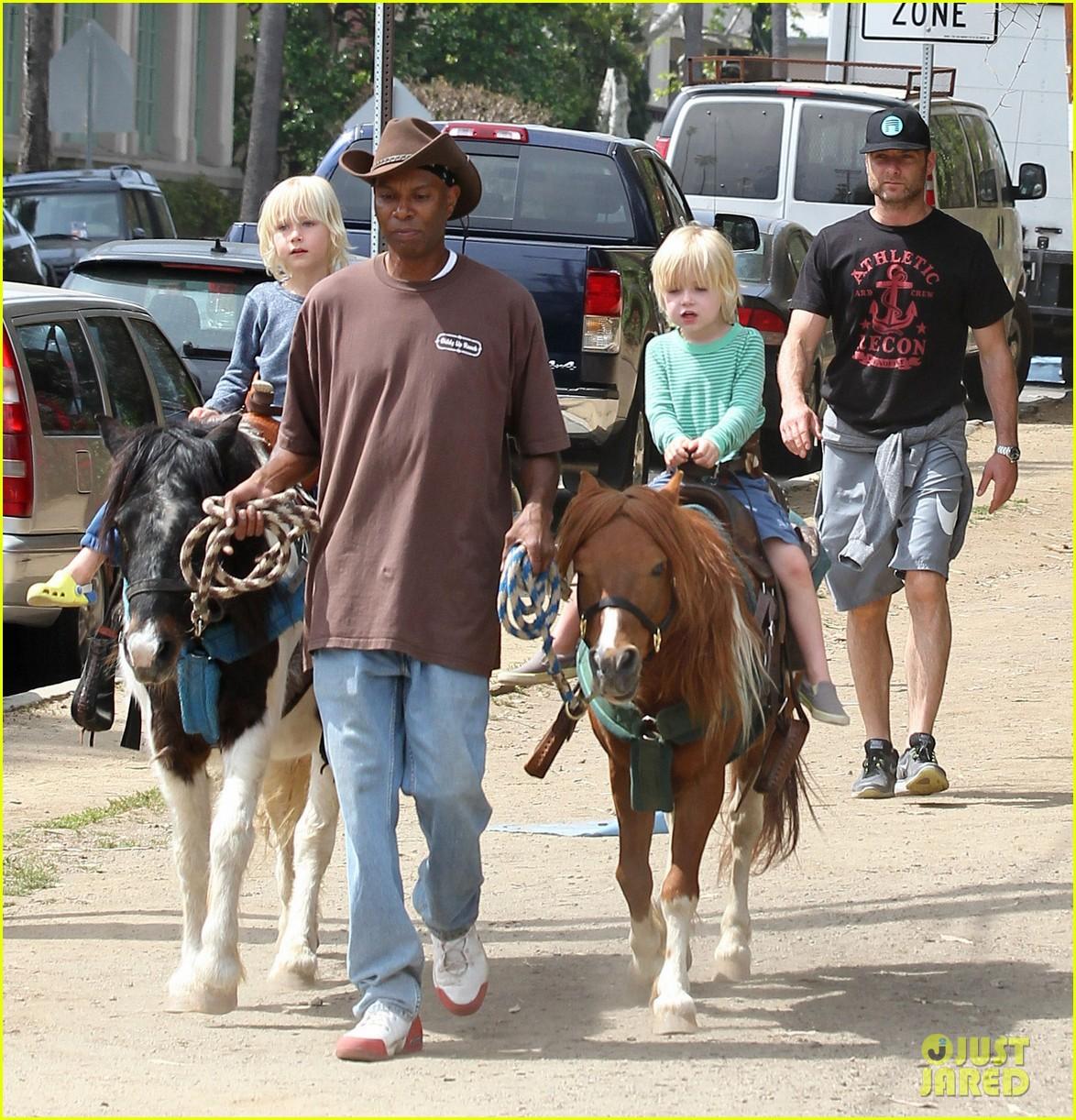 naomi watts liev schreiber family outing sasha samuel 322845040