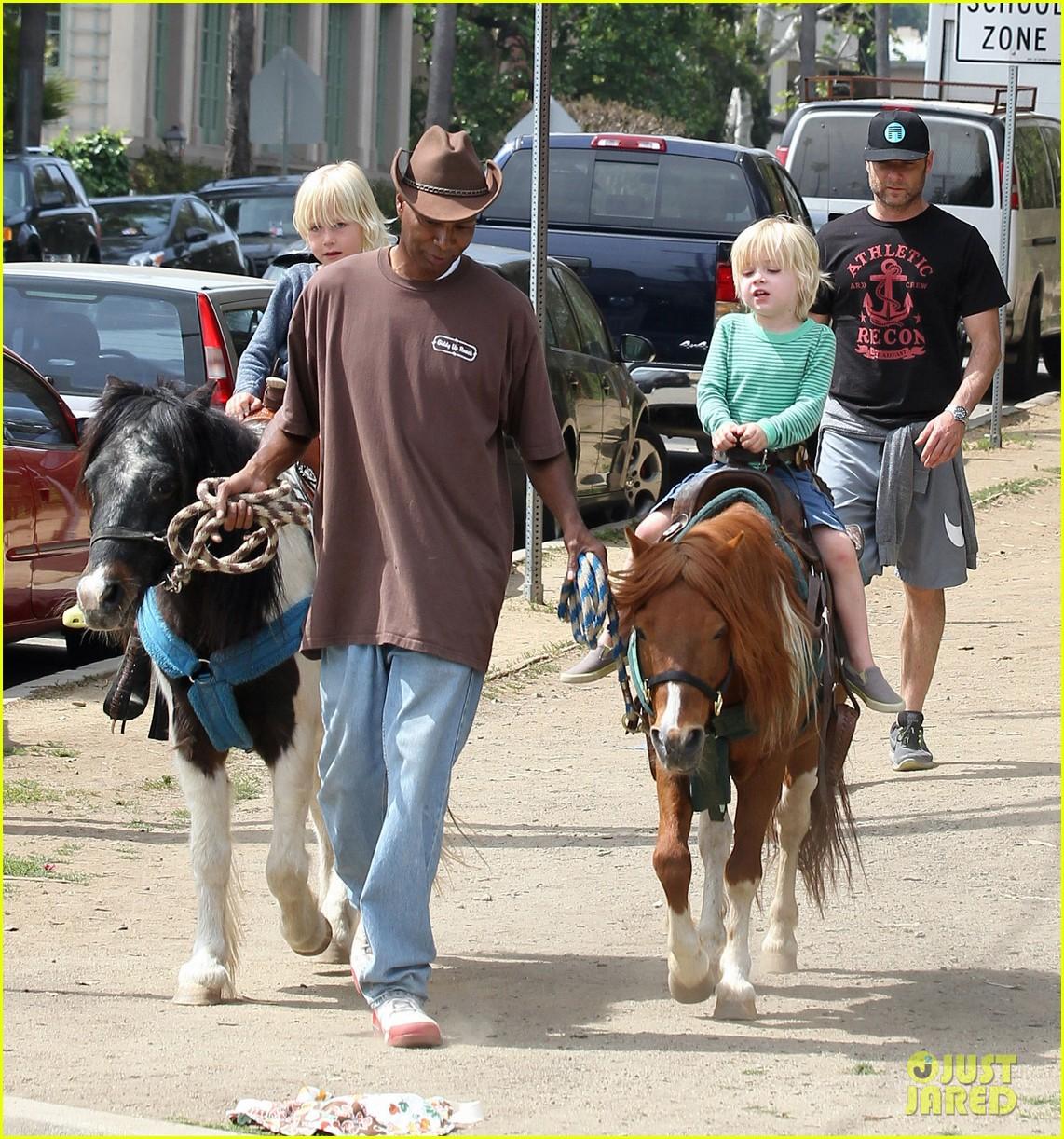 naomi watts liev schreiber family outing sasha samuel 332845041
