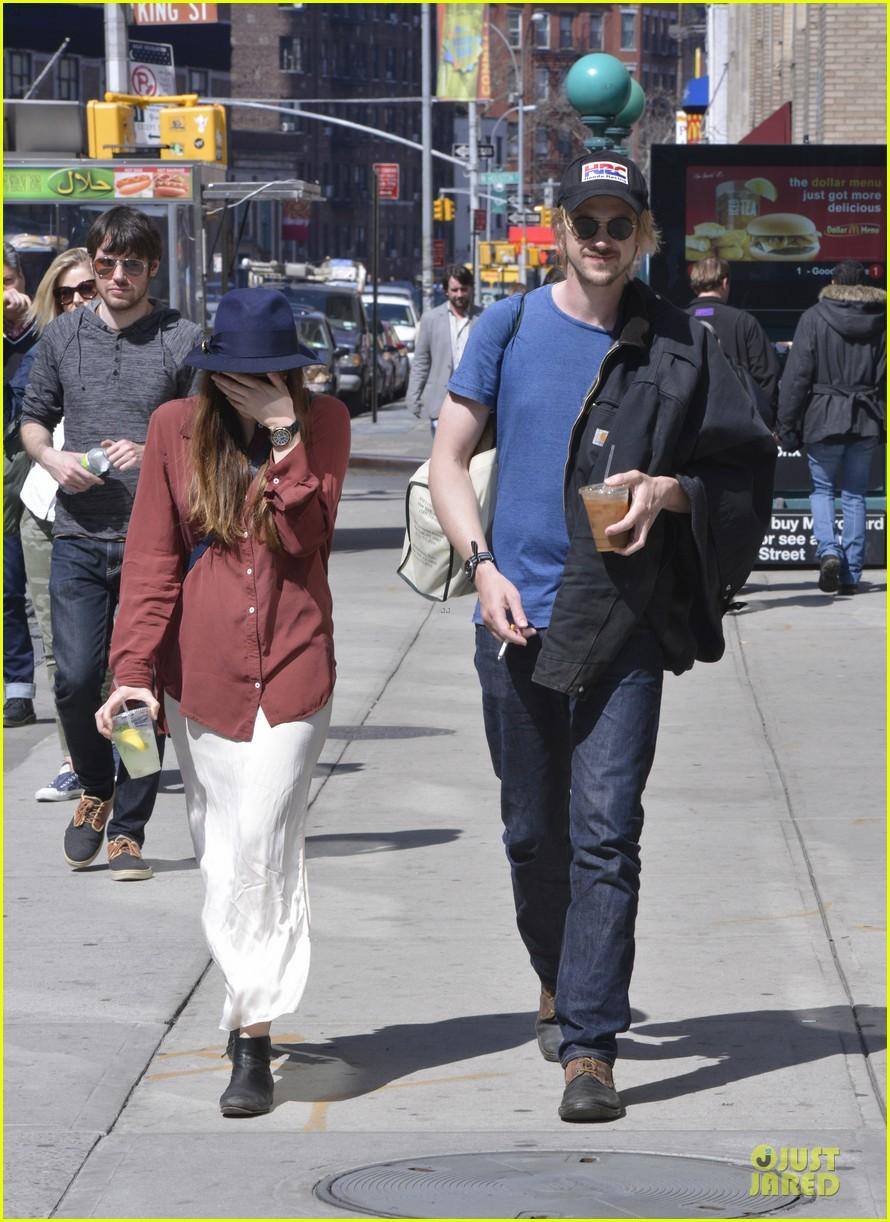 elizabeth olsen boyd holbrook soho strolling couple 14