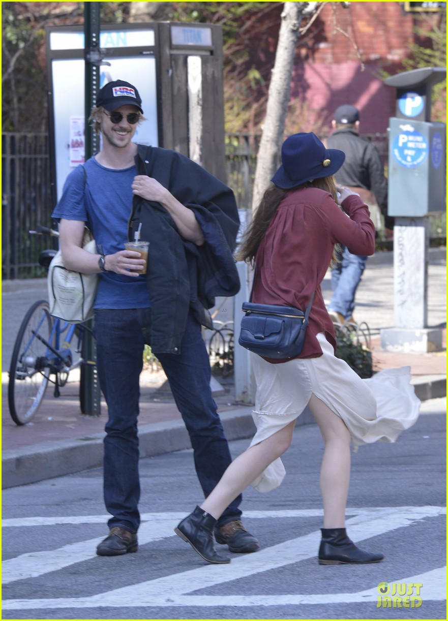 elizabeth olsen boyd holbrook soho strolling couple 17