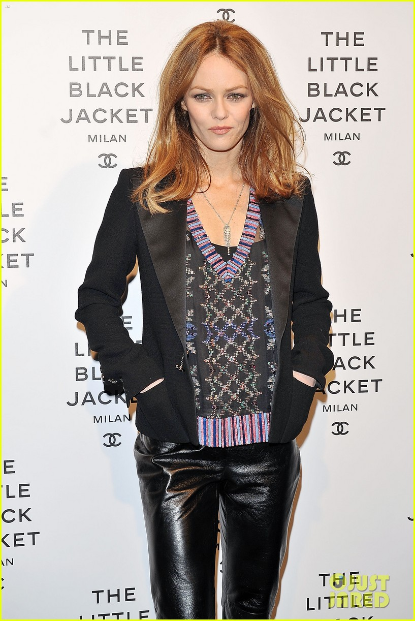 elizabeth olsen chanel little black jacket event 162843477