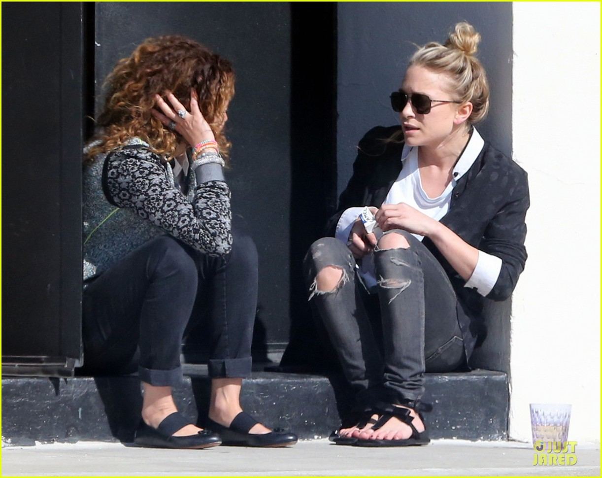 mary kate and ashley olsen chateau marmont hotel exit 022859227