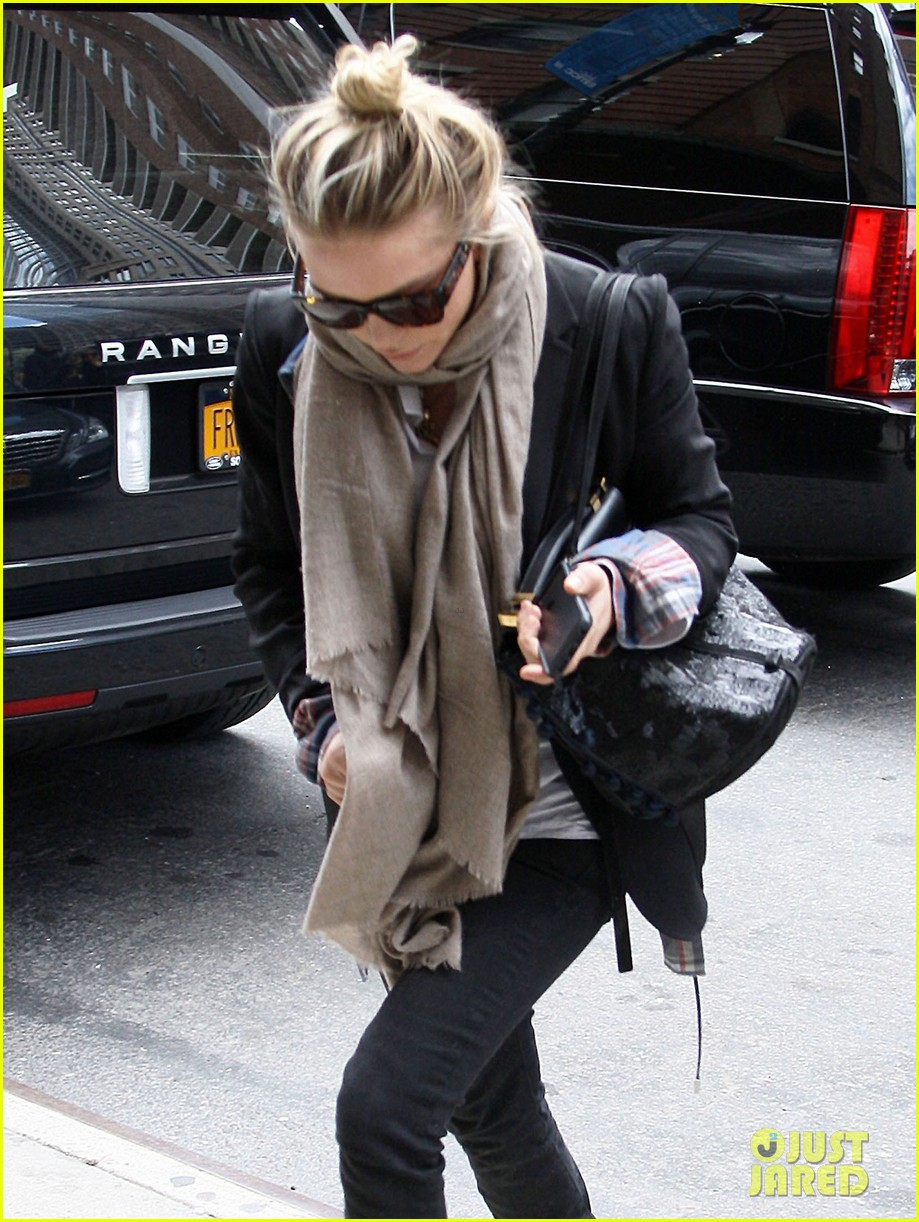 mary kate ashley olsen greenwich hotel visit 02