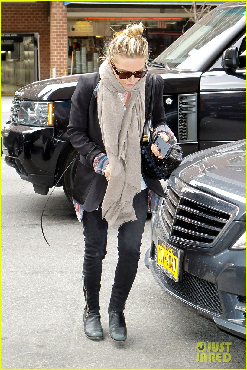 mary kate ashley olsen greenwich hotel visit 122856482