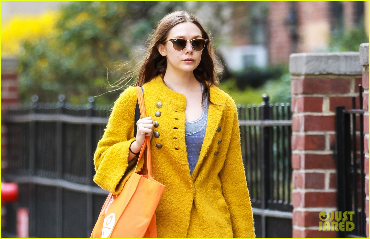 elizabeth olsen nighttime stroll in the big apple 022847635