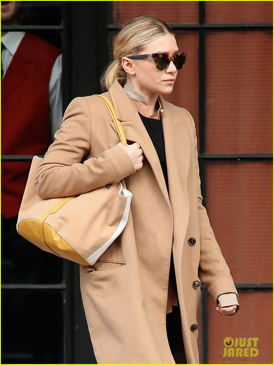 elizabeth ashley olsen separate big apple outings 04