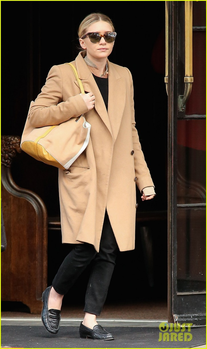 elizabeth ashley olsen separate big apple outings 06