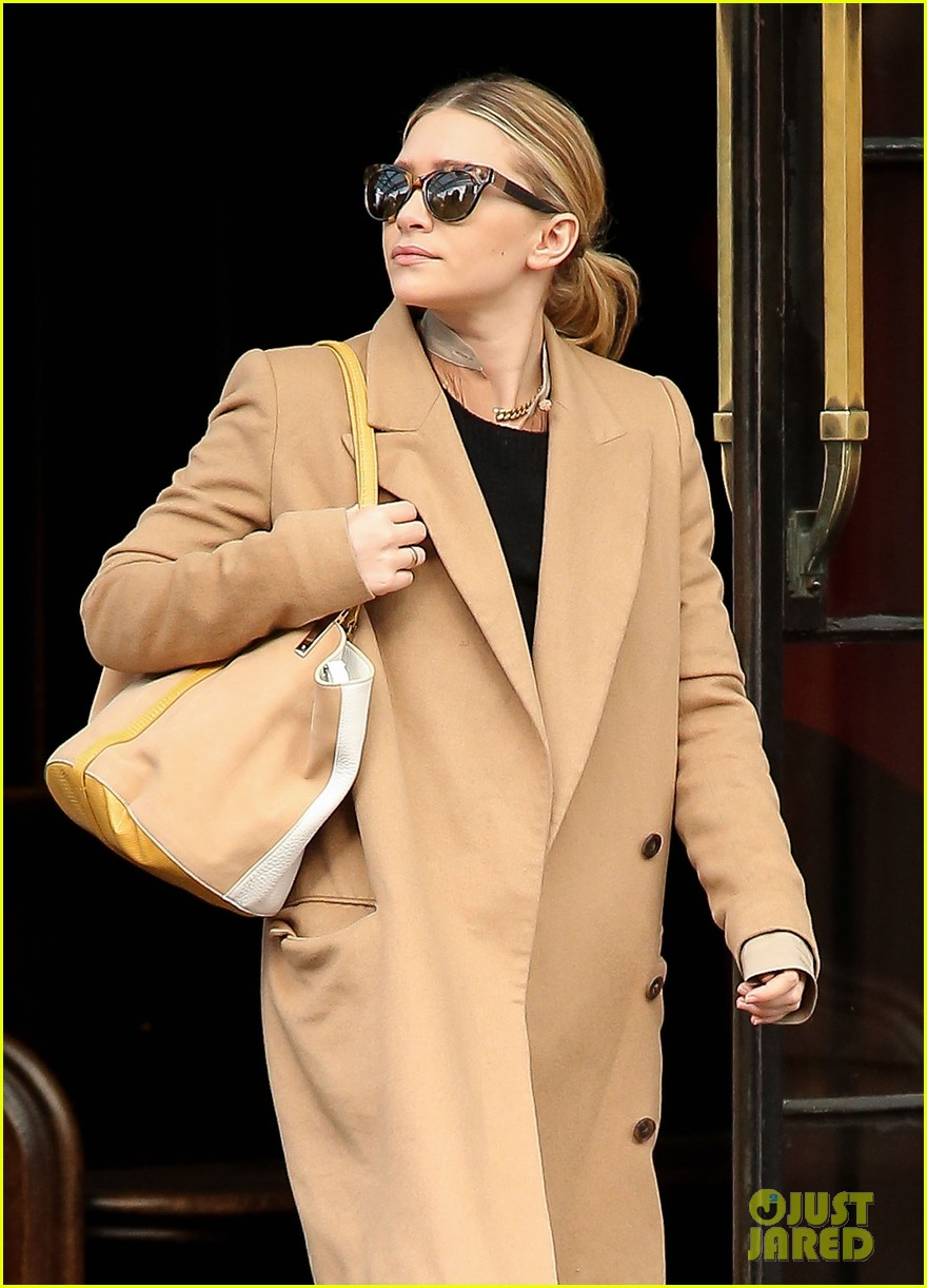 elizabeth ashley olsen separate big apple outings 082851648