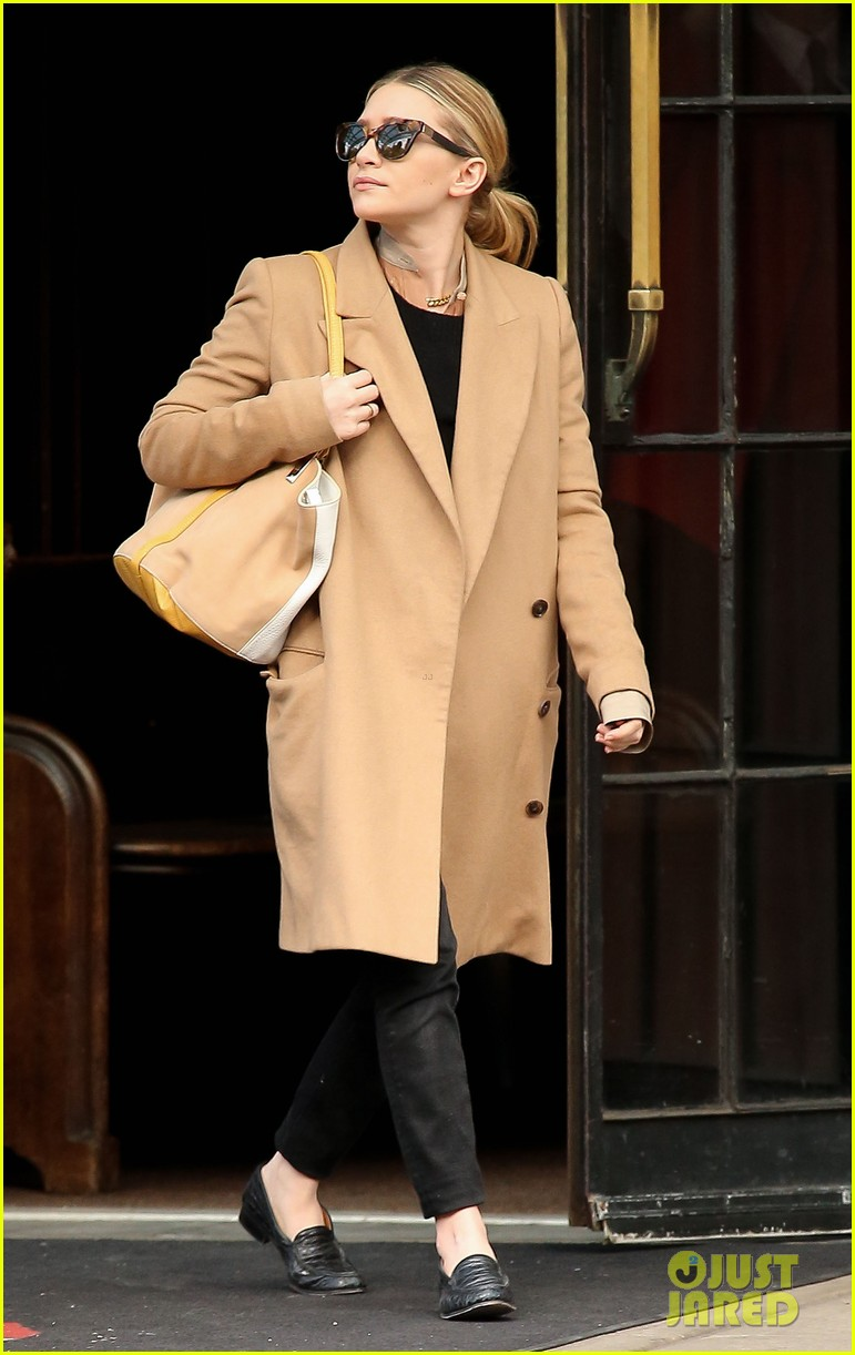elizabeth ashley olsen separate big apple outings 122851652