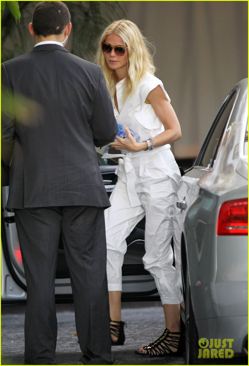 gwyneth paltrow chateau=visit before book signing 112842844